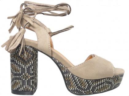 Outlet beige Damen Sandalen auf einem Pfosten - 1