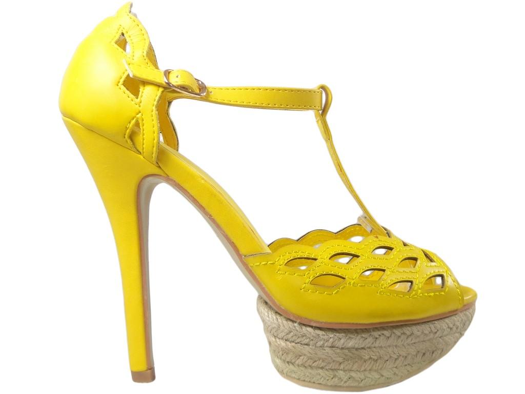 Outlet gelbe Sandalen auf einem hohen Absatz Plateauschuhe - 1