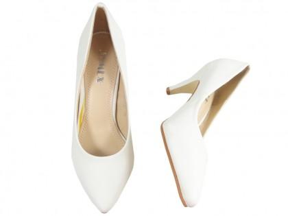 Białe czółenka matowe eko skóra buty ślubne
