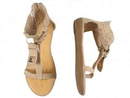 Beżowe sandały damskie z ćwiekami płaskie