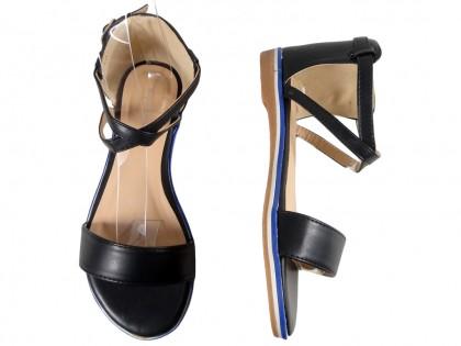 Czarne sandały damskie z paskiem w kostce płaskie