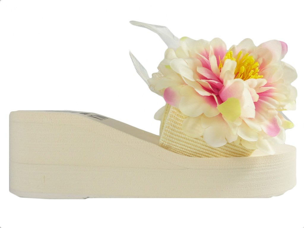 Beige flip-flops with feather anchors - 1