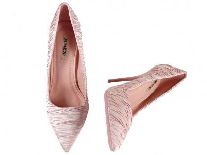 Różowe wysokie klasyczne buty szpilki
