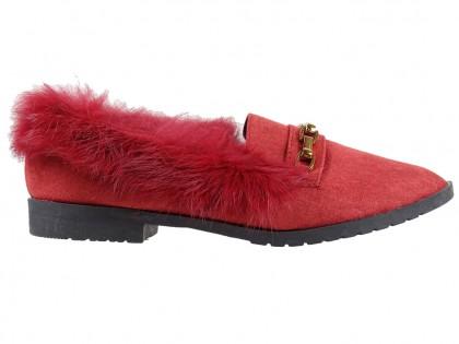 Flache burgunderfarbene Slipperschuhe mit Fell - 1