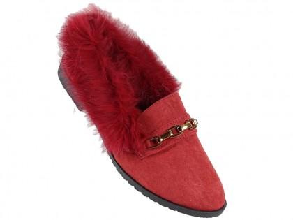 Płaskie buty damskie czerwone z futerkiem