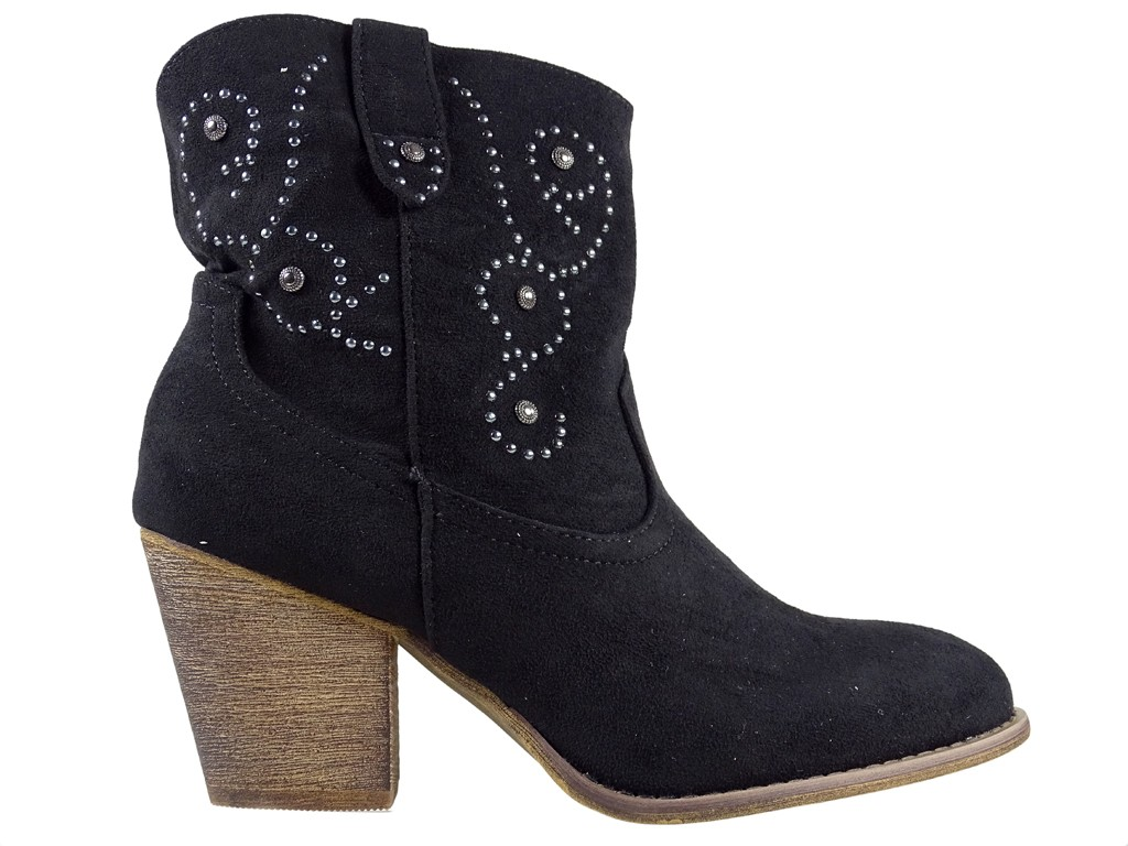 Women's black cowgirl boots on the block - 1