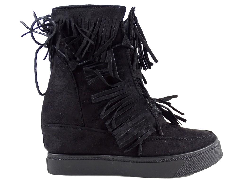 Buty damskie na płaskiej podeszwie z frędzlami