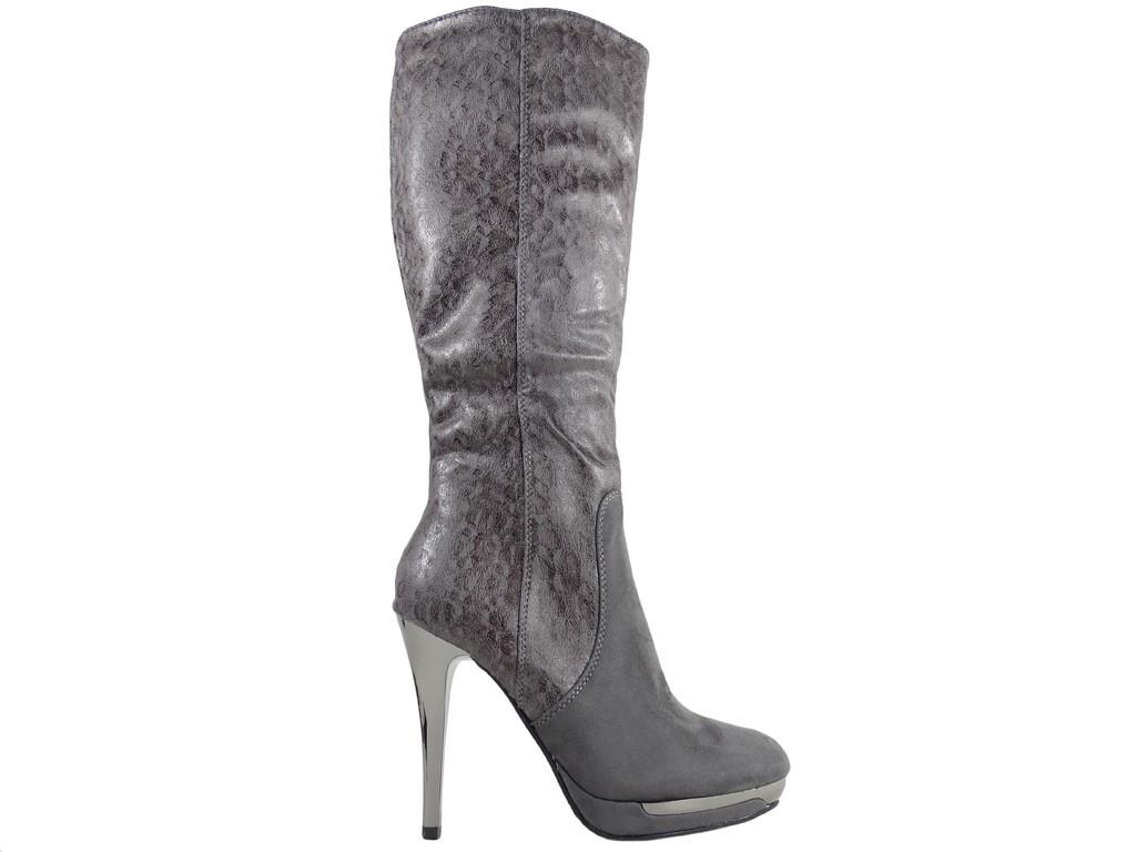 Graue Stiefel auf High Heels Plateauschuhen - 1