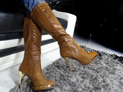 Barna csizma magas sarkú platform cipőn - 2