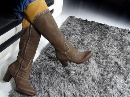 Brown ladies' boots on a pole leather - 2