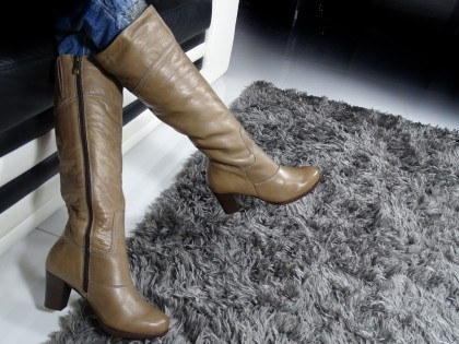 Beige women's boots on a post comfortable - 2