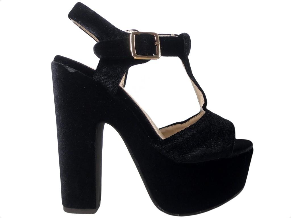 Czarne sandały na platformie słupek buty