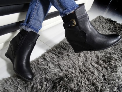 Black boots on eco booths warmed leather - 2