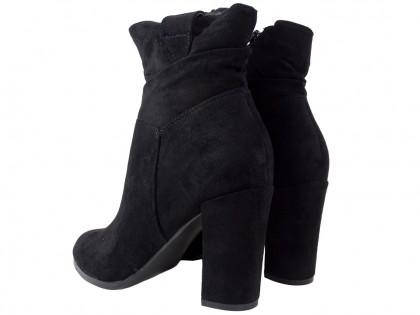 Czarne zamszowe botki na słupku buty damskie