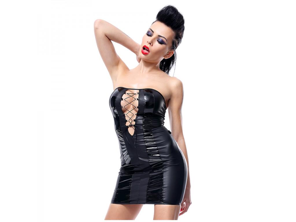 Czarna sukienka wetlook jak skóra dopasowana