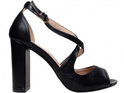 Fekete szandál az öko bőr női cipő oszlopán - 1
