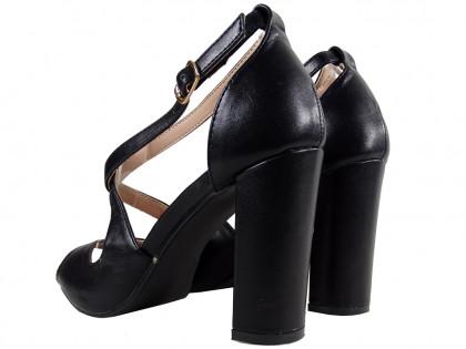 Fekete szandál az öko bőr női cipő oszlopán - 2