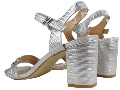 Srebrne sandały damskie na słupku matowe buty
