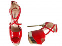 Rote Pins an Plateau-Erotik-High-Heels-Stiefeln - 4