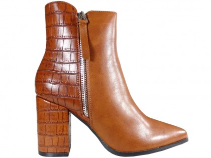 Brown insulated women's heeled boots - 1