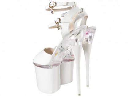 Fehér lakkozott tűsarkú cipők az üvegplatformon - 2