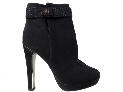 Black suede women's boots on a pole - 1