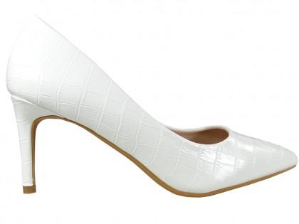 Fehér alacsony sarkú lakkozott esküvői cipő - 1