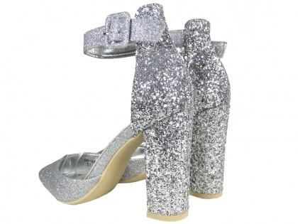 Silberne Brokat-Stiletto-Absätze mit Riemen - 2