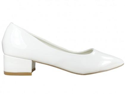 Białe noskie czółenka buty ślubne eko skóra