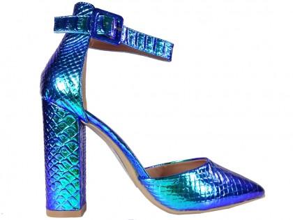 Niebieskie opalizujące benzynowe buty z paskiem w kostce