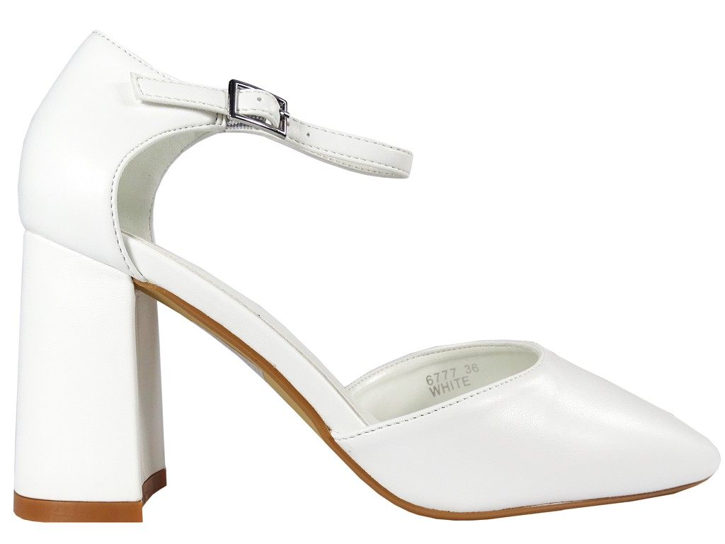 Białe matowe buty ślubne z paskiem eko skóra