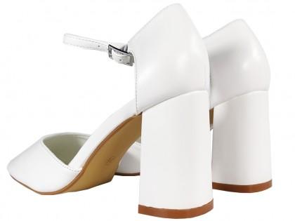Fehér matt esküvői cipő pántos öko bőrrel - 2